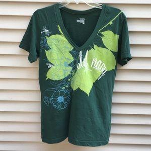EUC Old Navy emerald green leaf nature vneck tee